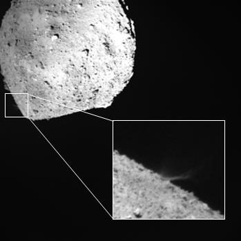 小惑星探査機「はやぶさ2」の記者説明会(2019/4/11) 分離カメラ(DCAM3)による撮影デジタル系による画像 SCI作動の約3秒後