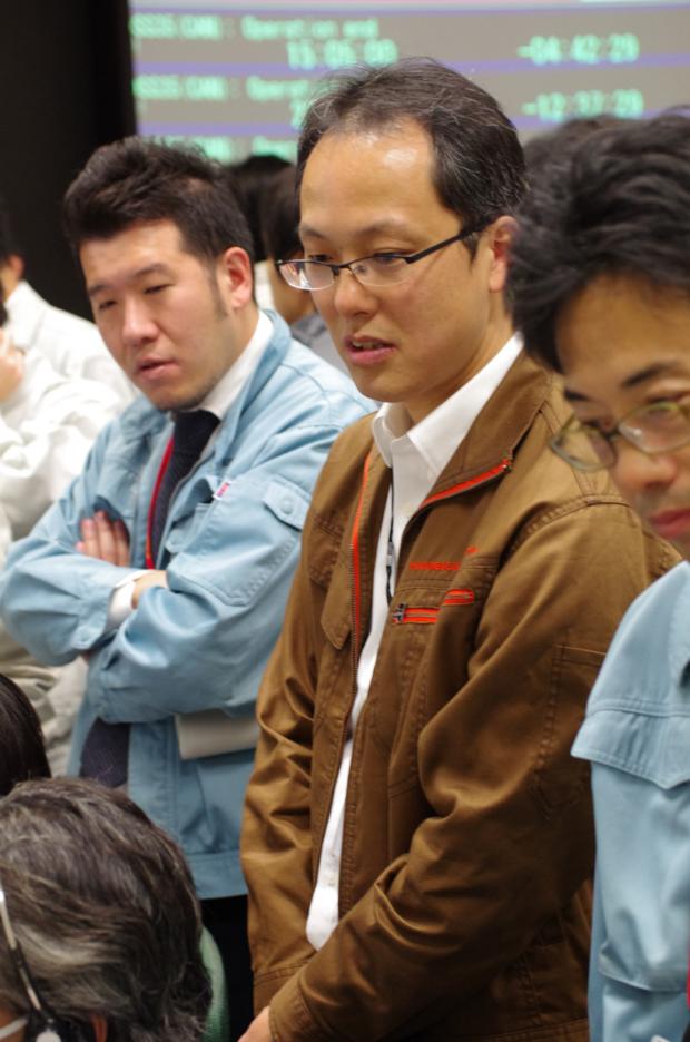 「はやぶさ2」地球スイングバイ・日陰通過頃の運用管制室の様子(2015/12/03, 19時頃)