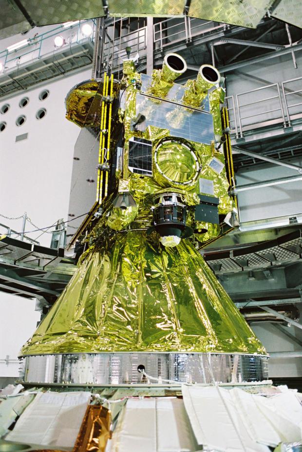 衛星整備棟内の「はやぶさ2」